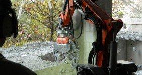 Demolição com robô